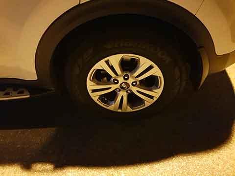 החלפת גלגל לרכב בכביש